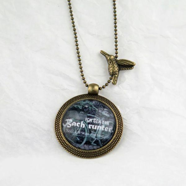 "Medaillon-Halskette ""den Bach runter"""