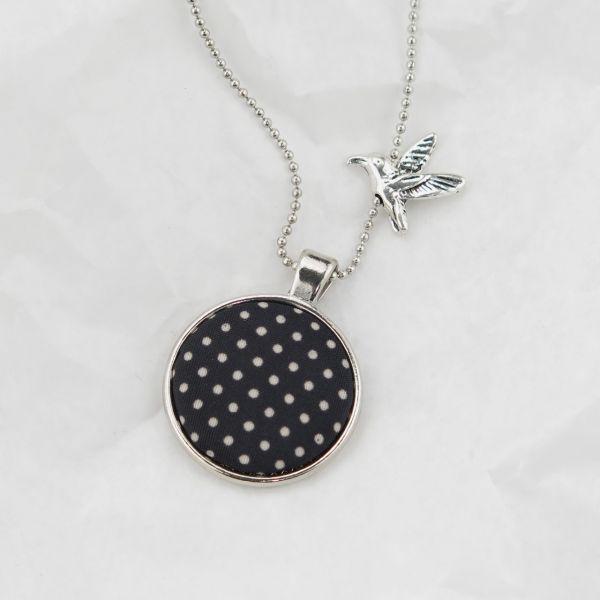 Medaillon-Halskette silberfarben / Stoff schwarz